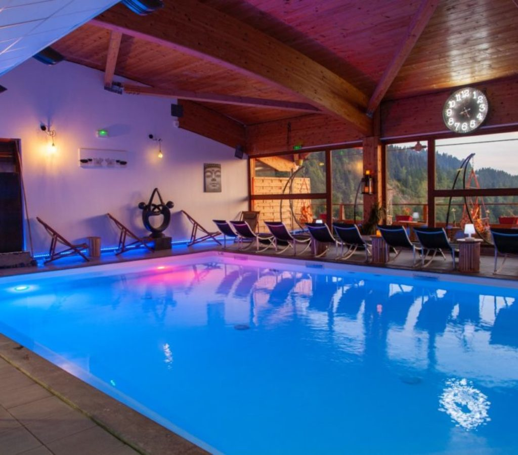 accueil piscine spa chamrousse