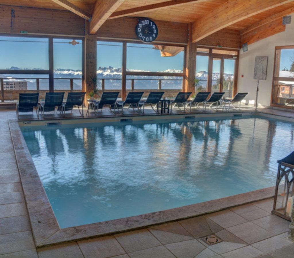spa-chamrousse-flocons-piscine-bain-vue-montagne-decor-principal 00002