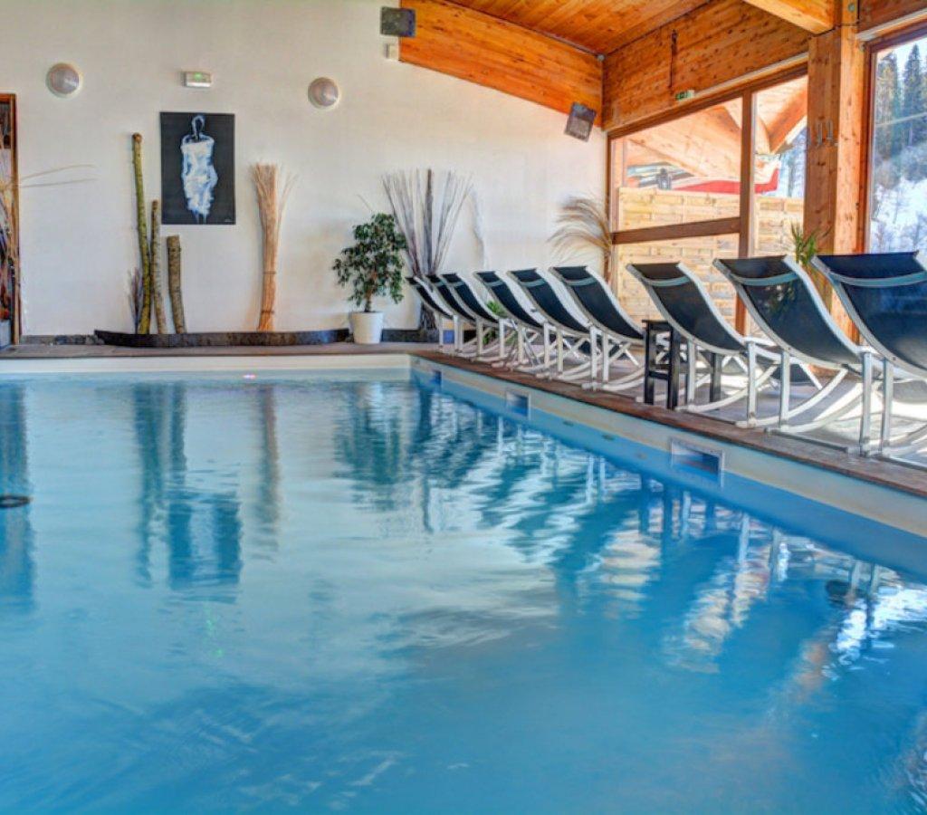 spa-chamrousse-flocons-piscine-bain-vue-montagne-decor-principal 00007