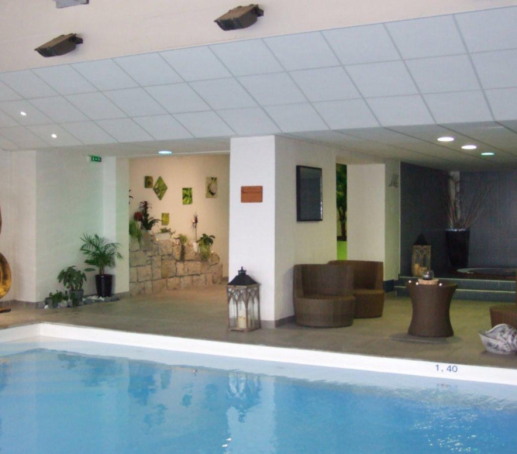 spa-chamrousse-flocons-piscine-bain-vue-montagne-decor-principal 00032